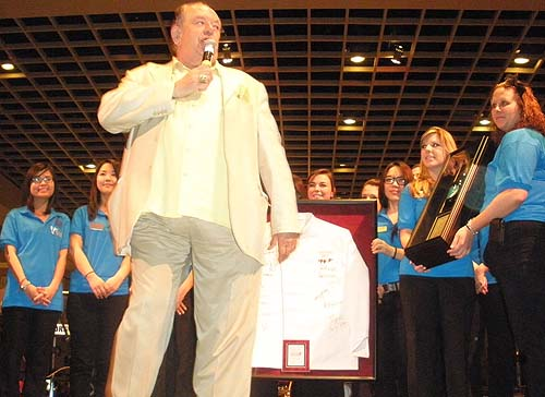 Robin_Leach_Honored_by_UNLV_Students