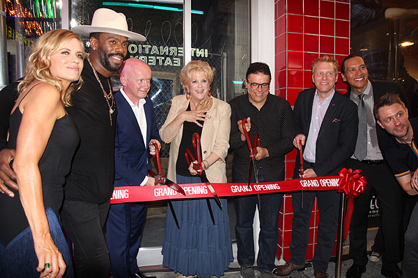 Fear the Walking Dead cast members executives and Mayor Carolyn Goodman cut the ribbon during the grand opening event 8.29 credit Fremont Street Experience