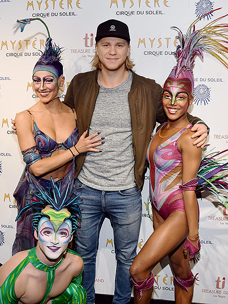 Vegas Golden Knights forward William Karlsson poses with artists from Mystère by Cirque du Soleil