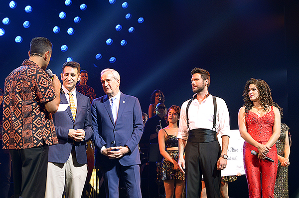 Following their final performance at The Smith Center the cast of ON YOUR FEET donated 25000 to Keep Memory Alive 9.6.18