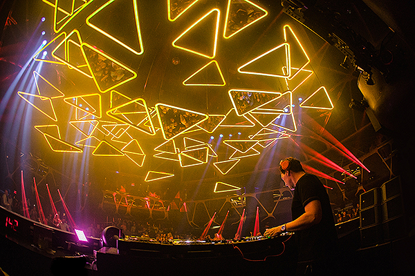 Tiësto Performs Under the Largest Kinetic Light Installation in the United States at Hakkasan Nightclub inside MGM Grand Hotel Casino Photo Credit Powers Imagery LLC