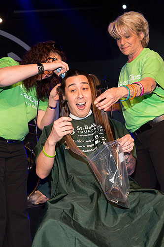 3.2.13 Guests donates hair at Rock N Shave in Vinyl Benefitting St Baldricks Foundation featuring Sin City Sinners credit Erik Kabik
