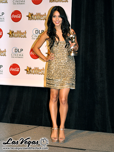 Vanessa_Hudgens_-_2010_ShoWest_060