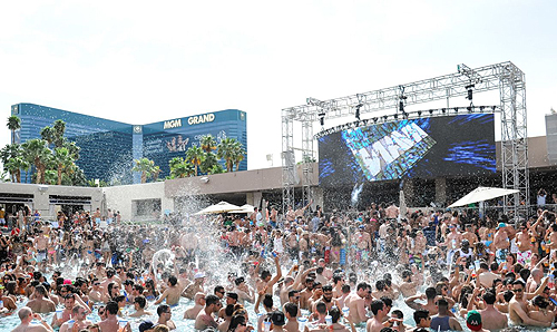 Crowd Shot WET REPUBLIC