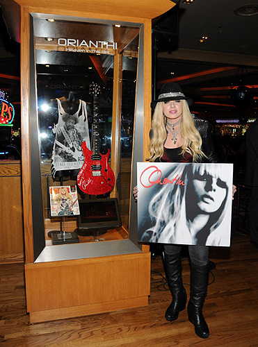 4.25.13 Orianthi Unveils Her New Memorbilia Case Exclusively at Hard Rock Hotel and Casino credit Scott Harrison
