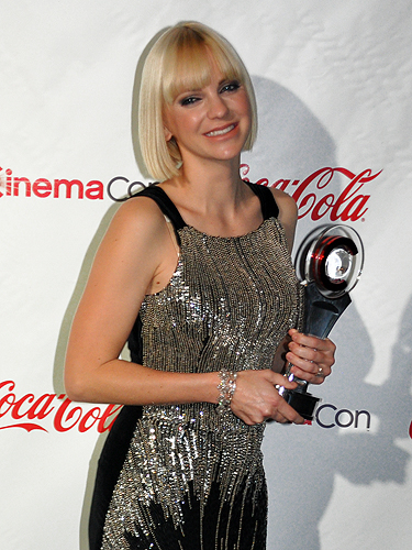 CinemaCon_2012_Anna_Farris_4