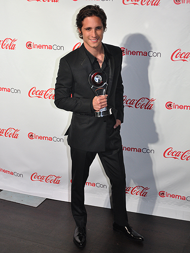 CinemaCon_2012_Diego_Boneta_6