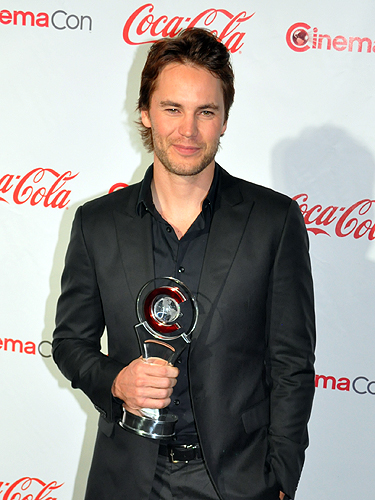 CinemaCon_2012_Taylor_Kitsch_4