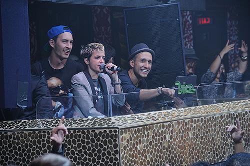 Samantha_Ronson_and_DJ_Vice_at_TAO