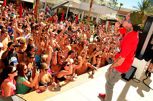 Yelawolf_performing_at_Palms_Pools_Ditch_Fridays_party_in_Las_Vegas_6.29.12