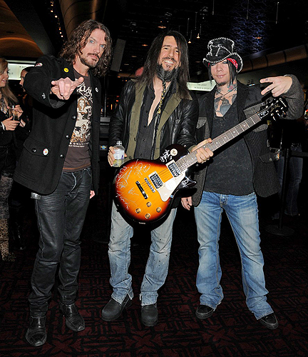 Dizzy Reed Ron Bumblefoot Thal and DJ Ashba play poker at Hard Rock Hotel Casino credit Scott Harrison