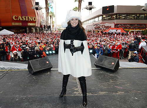 Shania Twain with more than 11000 Santas at the Las Vegas Great Santa Run photo credit Denise Truscello and Wire Image
