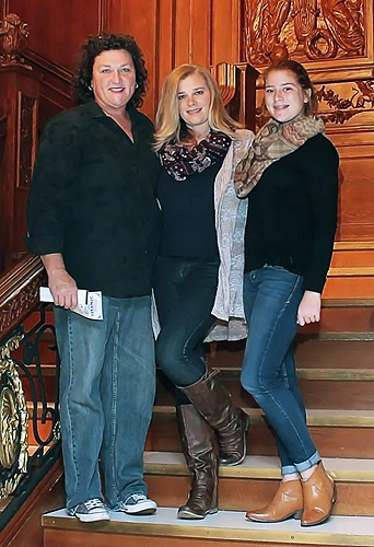 Dot-Marie-Jones-and-family-on-the-Grand-Staircase-at-Titanic-The-Artifact-Exhibition-588