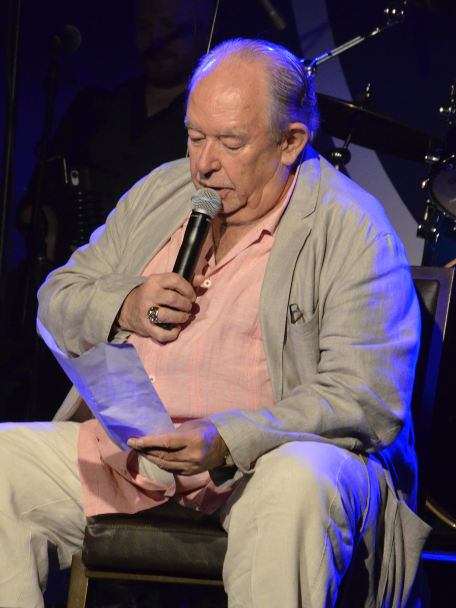 Robin Leach Mondays Dark Jun 70032
