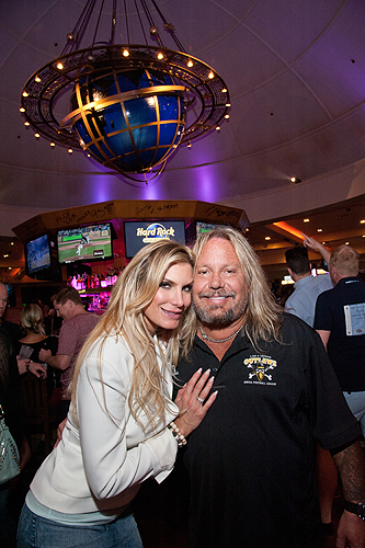 06.28.15 Vince Neil Center Bars Final Toast Party 2