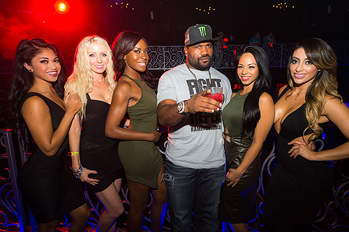 Quinton Rampage Jackson and Cage Girls at LAX photo credit Al Powers Powers Imagery