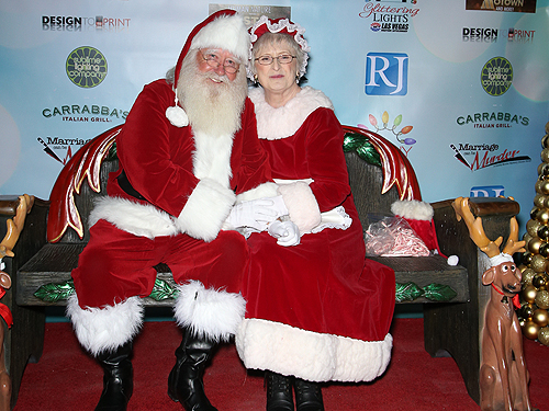 28-GL15 Santa and Mrs Claus