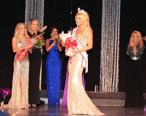 Mrs Nevada America 2016 Lauren Cahlan takes first walk